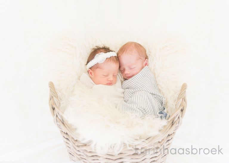 karinhaasbroek.com_Genis Twins_NEWBORN SHOOT-2